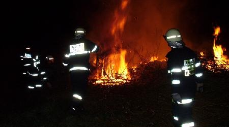 30. 04. 2007 - Bobrová - požár (předčasně zapálená čarodějnice)