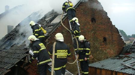 23. 08. 2010 - Zvole nad Pernštejnem - požár stodoly