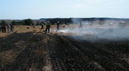 02. 08. 2007 - Rad. Svratka - požár strniště a slámy (fotky od SDH Nové Město na Moravě)