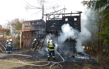 04. 03. 2014 - Stražek - požár dřevěné budovy