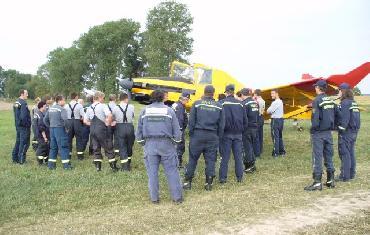 Výcvik plnění letadla Letecké hasičské služby vodou
