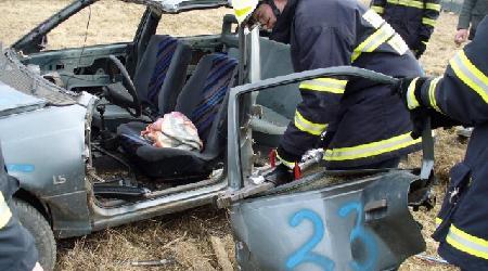 Výcvik s hydraulickým vyprošťovacím zařízením  (výcvik ve vyprošťování zaklíněné osoby z automobilu