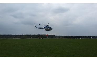 Výcvik plnění bambi vaku pod vrtulníkem