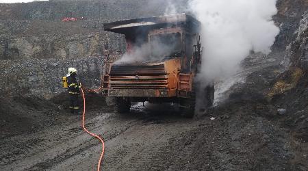 23.11.2020 - Mirošov - požár nákladního automobilu v kamenolomu